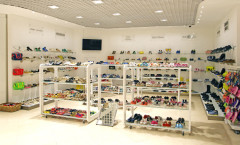 Магазин обуви 13. Обувной отдел детского торгового центра ВИННИ