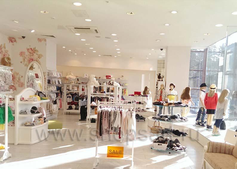 Торговое оборудование детского магазина Винни ТЦ Dream House третий этаж БЕЛАЯ КЛАССИКА