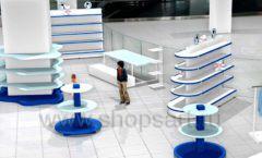 Дизайн интерьера сувенирного магазина Москвариум коллекция ЦВЕТНЫЕ МЕТАЛЛИЧЕСКИЕ СТЕЛЛАЖИ Дизайн 10