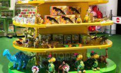 Торговое оборудование магазина сувениров Дино Клуба Сочи ЦВЕТНЫЕ МЕТАЛЛИЧЕСКИЕ СТЕЛЛАЖИ Фото 5
