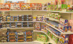 Торговое оборудование отдела игрушек магазина Винни ТЦ Юнимолл ЦВЕТНЫЕ МЕТАЛЛИЧЕСКИЕ СТЕЛЛАЖИ Фото 12