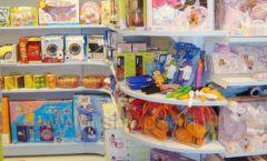 Торговое оборудование отдела игрушек магазина Винни ТЦ Dream House ЦВЕТНЫЕ МЕТАЛЛИЧЕСКИЕ СТЕЛЛАЖИ Фото 06