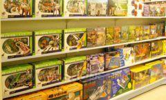 Торговое оборудование отдела игрушек детского магазина Винни ТЦ Юнимолл ЦВЕТНЫЕ МЕТАЛЛИЧЕСКИЕ СТЕЛЛАЖИ Фото 02