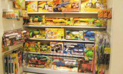 Торговое оборудование отдела игрушек детского магазина Винни ТЦ Юнимолл ЦВЕТНЫЕ МЕТАЛЛИЧЕСКИЕ СТЕЛЛАЖИ Фото 04