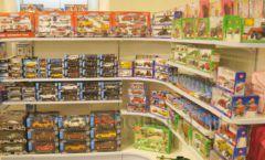 Торговое оборудование отдела игрушек детского магазина Винни ТЦ Юнимолл ЦВЕТНЫЕ МЕТАЛЛИЧЕСКИЕ СТЕЛЛАЖИ Фото 12