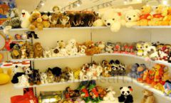 Торговое оборудование отдела игрушек детского магазина Винни ТЦ Юнимолл ЦВЕТНЫЕ МЕТАЛЛИЧЕСКИЕ СТЕЛЛАЖИ Фото 19