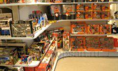 Торговое оборудование отдела игрушек детского магазина Винни ТЦ Юнимолл ЦВЕТНЫЕ МЕТАЛЛИЧЕСКИЕ СТЕЛЛАЖИ Фото 24