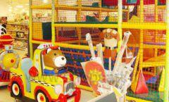 Торговое оборудование отдела игрушек детского магазина Винни ТЦ Dream House ЦВЕТНЫЕ МЕТАЛЛИЧЕСКИЕ СТЕЛЛАЖИ Фото 07