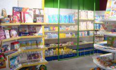 Торговое оборудование магазина в Green park ЦВЕТНЫЕ МЕТАЛЛИЧЕСКИЕ СТЕЛЛАЖИ Фото 02