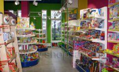 Торговое оборудование магазина в Green park ЦВЕТНЫЕ МЕТАЛЛИЧЕСКИЕ СТЕЛЛАЖИ Фото 09