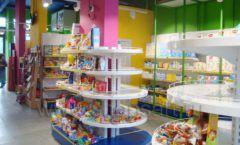 Торговое оборудование магазина в Green park ЦВЕТНЫЕ МЕТАЛЛИЧЕСКИЕ СТЕЛЛАЖИ Фото 16