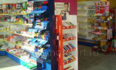 Торговое оборудование магазина в Green park ЦВЕТНЫЕ МЕТАЛЛИЧЕСКИЕ СТЕЛЛАЖИ Фото 21