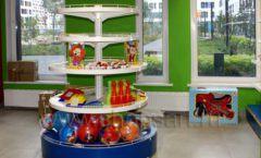 Торговое оборудование магазина в Green park ЦВЕТНЫЕ МЕТАЛЛИЧЕСКИЕ СТЕЛЛАЖИ Фото 23