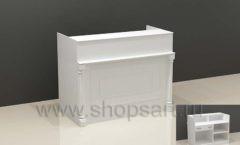 Стол кассовый для магазина одежды с декоративными колонами из массива дуба торговое оборудование БЕЛАЯ КЛАССИКА