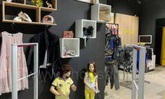Торговое оборудование детского магазина одежды ОДЕВАЙС коллекция РАДУГА Фото 04